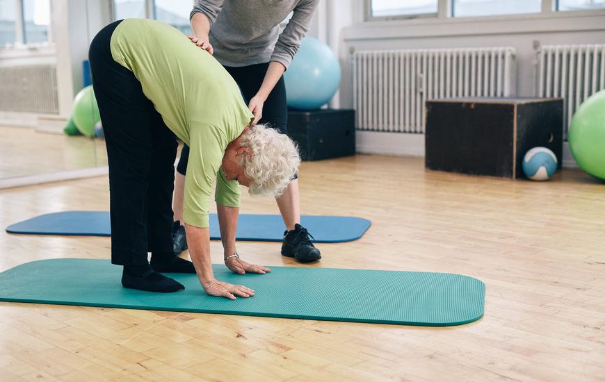 5 cuidados que pessoas mais velhas devem ter com a coluna vertebral