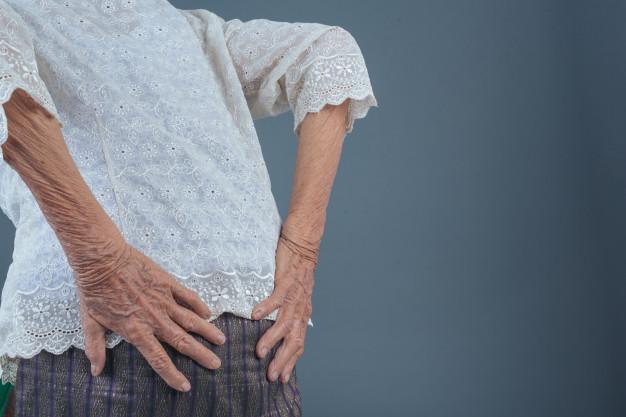 5 problemas de coluna que podem surgir na velhice