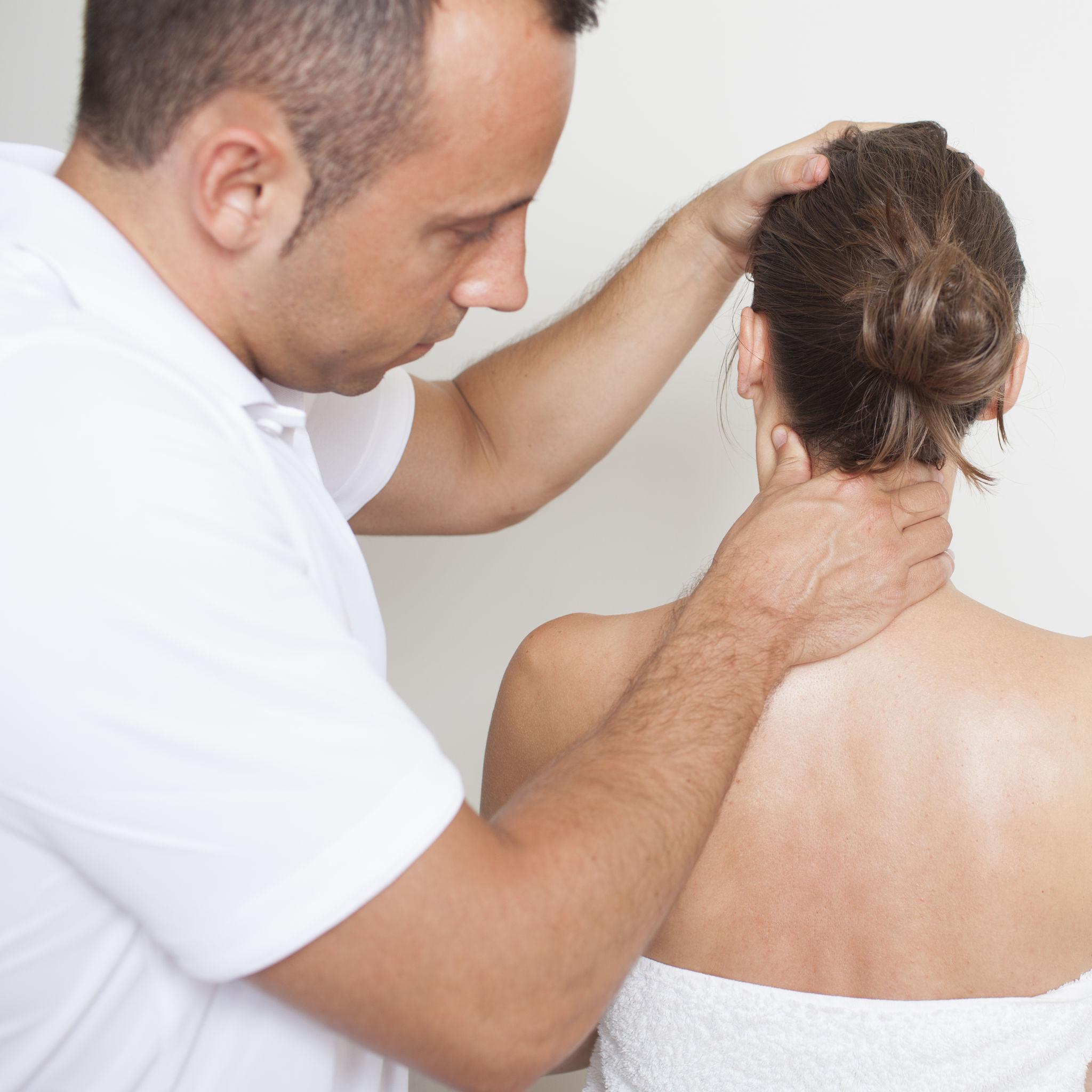Entorse do pescoço: sintomas, diagnóstico e tratamentos